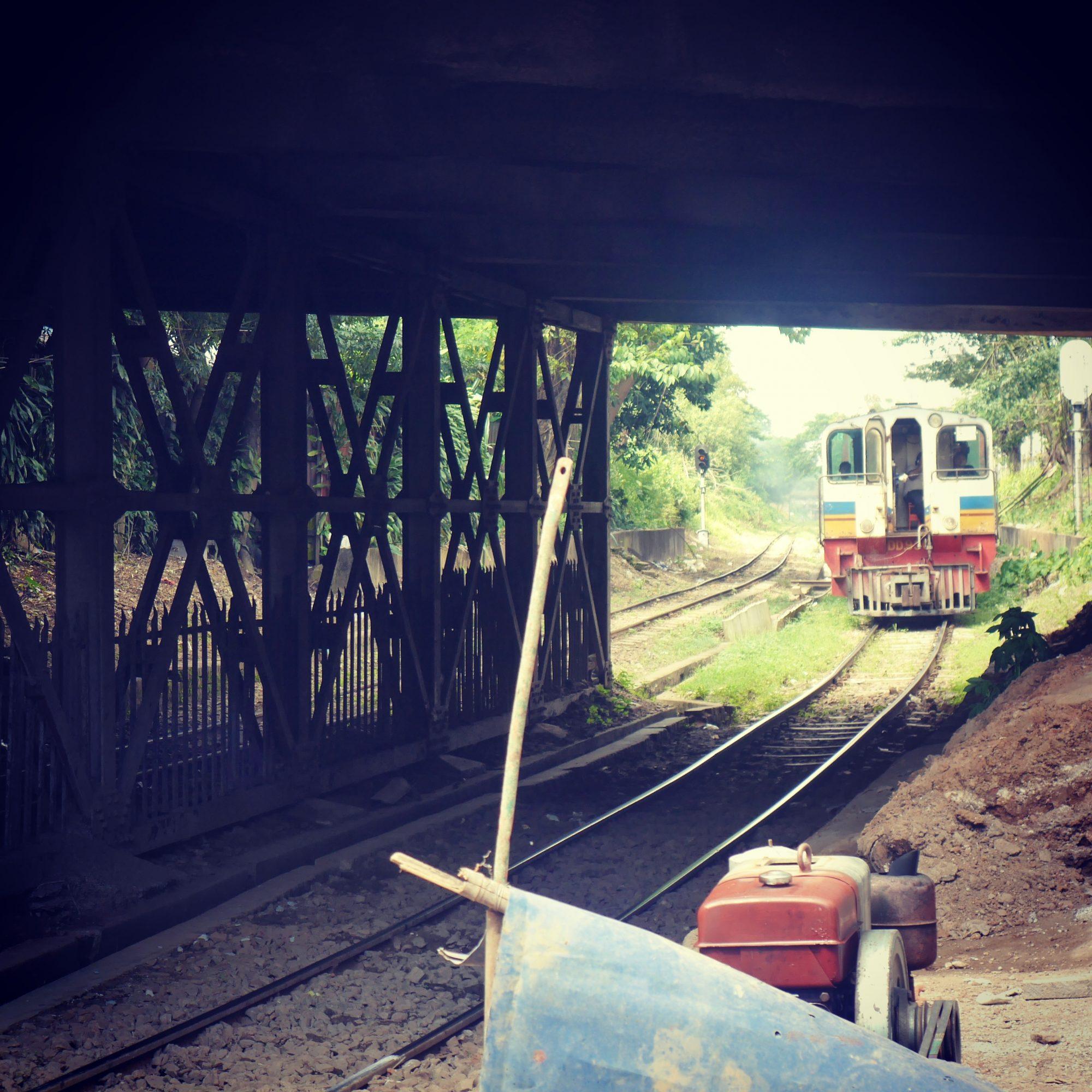 ミャンマーの電車