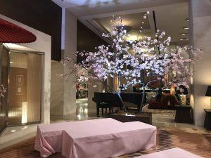 ホテルのロビーの桜