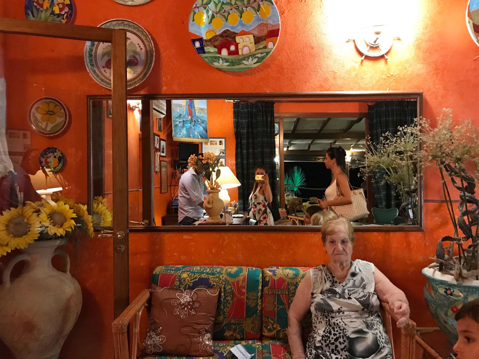 【ランペドゥーザ島】ローマ通りのショッピングと本当に美味しいレストラン紹介【イタリア】